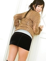 Natsuki Takahashi in short tight skirt shows hot cleavage